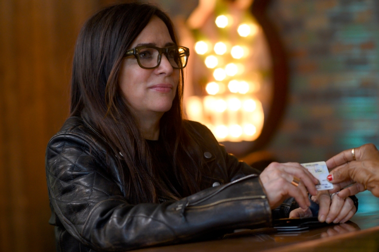 """BETTER THINGS """"High man. Bye man."""" Episode 6 (Airs Thursday, April 9) -- Pictured: Pamela Adlon as Sam Fox. CR: Suzanne Tenner/FX"""