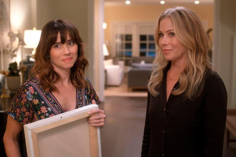 Linda Cardellini and Christina Applegate