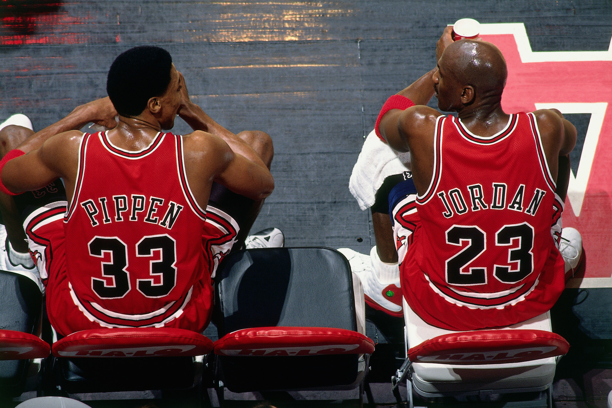 VANCOUVER, BC - JANUARY 27: Scottie Pippen #33 and Michael Jordan #23 of the Chicago Bulls sit on the bench during the game against the Vancouver Grizzlies at General Motors Place on January 27, 1998 in Vancouver, British Columbia, Canada. NOTE TO USER: User expressly acknowledges and agrees that, by downloading and or using this photograph, User is consenting to the terms and conditions of the Getty Images License Agreement. Mandatory Copyright Notice: Copyright 1998 NBAE (Photo by Andy Hayt/NBAE via Getty Images)