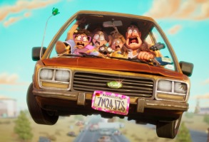 The Mitchell Family: Linda (Maya Rudolph), Katie (Abbi Jacobson), their dog Monchi, Aaron (Michael Rianda) and Rick (Danny McBride) in Columbia Pictures and Sony Pictures Animation's CONNECTED.