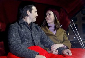 """THIS IS US -- """"New York, New York, New York"""" Episode 416 -- Pictured: (l-r) Milo Ventimiglia as Jack, Mandy Moore as Rebecca -- (Photo by: Will Hart/NBC)"""