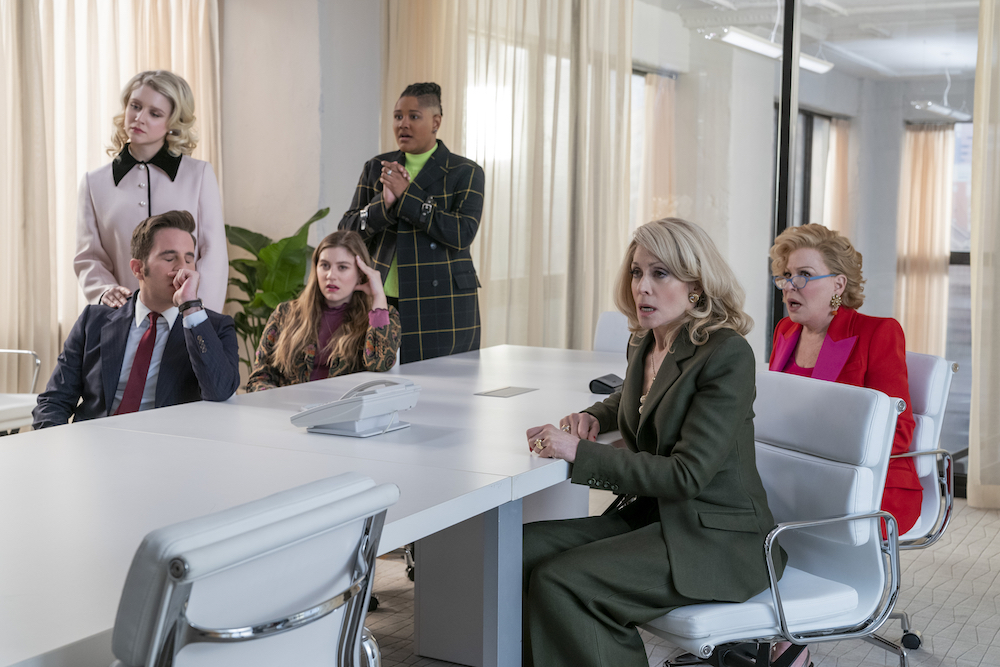 THE POLITICIAN (L to R) BEN PLATT as PAYTON HOBART, JULIA SCHLAEPFER as ALICE CHARLES, LAURA DREYFUSS as MCAFEE WESTBROOK, RAHNE JONES as SKYE LEIGHTON, JUDITH LIGHT as DEDE STANDISH and BETTE MIDLER as HADASSAH GOLD in episode 206 of THE POLITICIAN Cr. NICOLE RIVELLI/NETFLIX © 2020