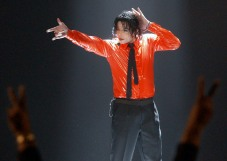 "Entertainer Michael Jackson performs ""Dangerous"" during a taping of the American Bandstand's 50th anniversary show Saturday, April 20, 2002, in Pasadena, Calif. (AP Photo/Kevork Djansezian)"