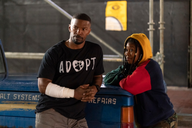 PROJECT POWER (L to R) JAMIE FOXX as ART and DOMINIQUE FISHBACK as ROBIN in PROJECT POWER Cr. SKIP BOLEN/NETFLIX © 2020