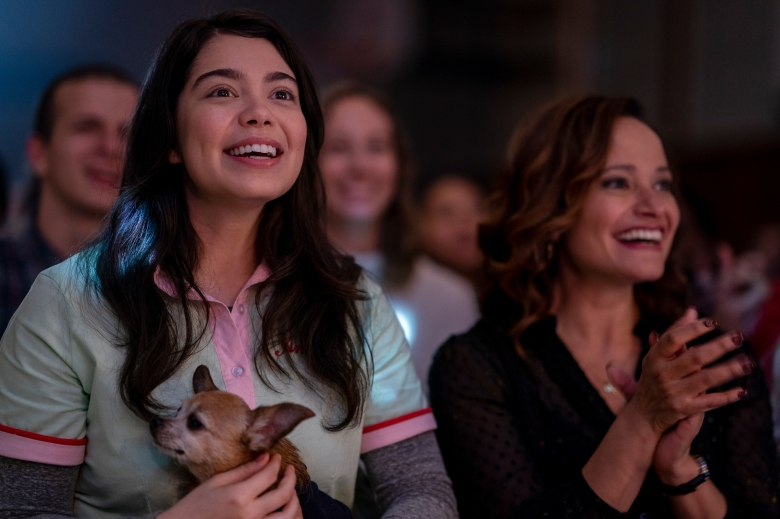 ALL TOGETHER NOW. (L to R) AULI'I CRAVALHO as AMBER, JUDY REYES as DONNA. Cr. ALLYSON RIGGS/NETFLIX ©2020
