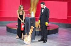 """THE 72ND EMMY® AWARDS - Hosted by Jimmy Kimmel, the """"72nd Emmy® Awards"""" will broadcast SUNDAY, SEPT. 20 (8:00 p.m. EDT/6:00 p.m. MDT/5:00 p.m. PDT), on ABC. (ABC/Image Group LA)JENNIFER ANISTON, JIMMY KIMMEL"""