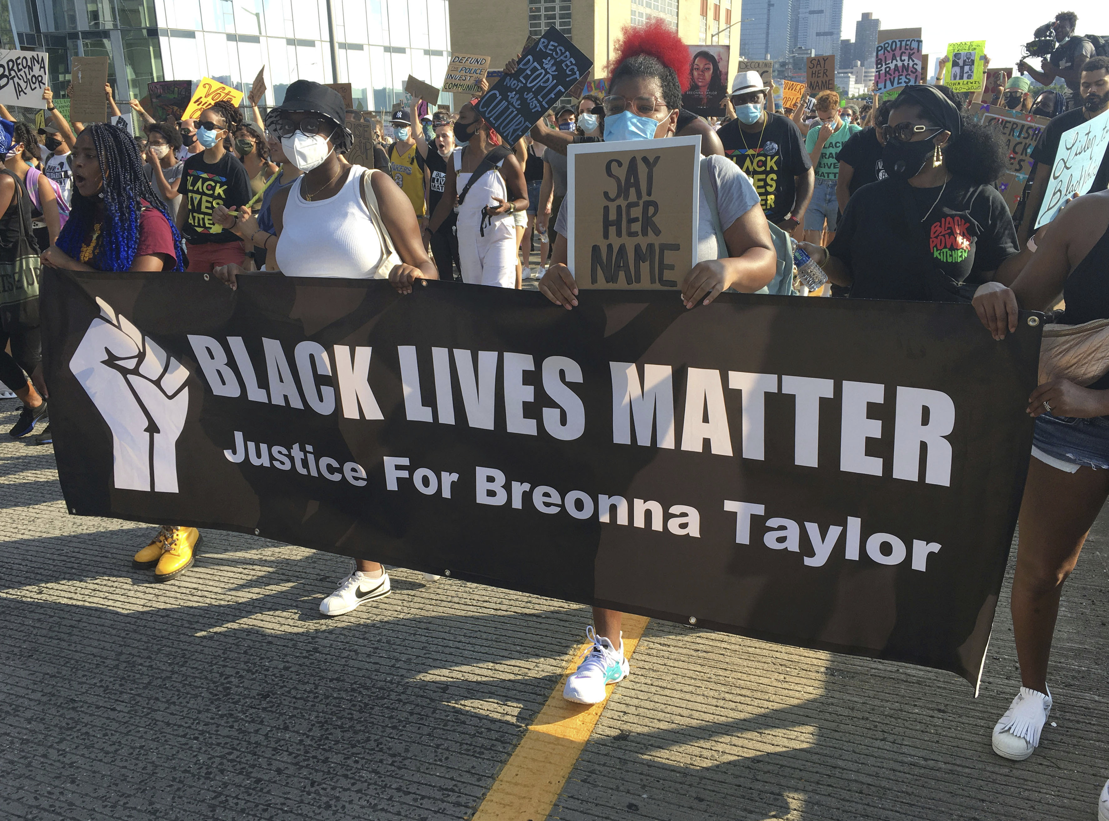 Breonna Taylor Grand Jury Charges One Officer With Wanton Endangerment Indiewire