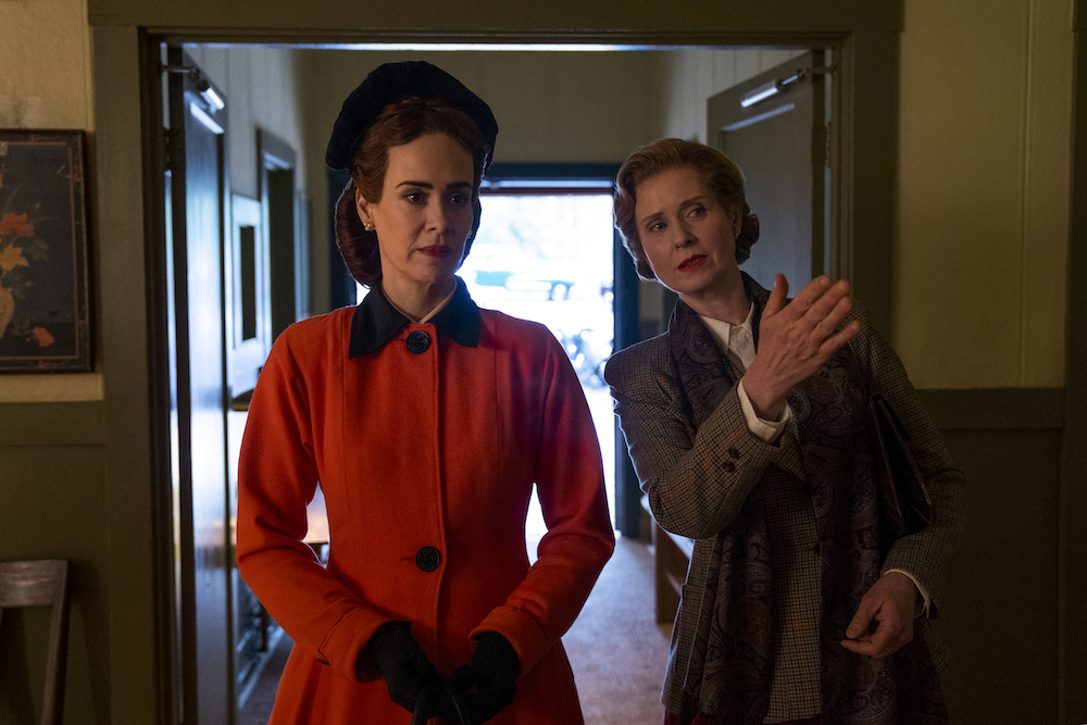 RATCHED (L to R) SARAH PAULSON as MILDRED RATCHED and CYNTHIA NIXON as GWENDOLYN BRIGGS in episode 102 of RATCHED Cr. SAEED ADYANI/NETFLIX © 2020
