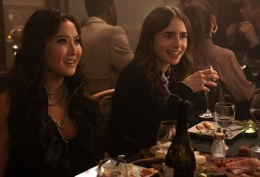 EMILY IN PARIS (L to R) ASHLEY PARK as MINDY and LILY COLLINS as EMILY in episode 107 of EMILY IN PARIS Cr. STEPHANIE BRANCHU/NETFLIX © 2020