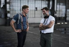 ARMY OF THE DEAD - (L-R) Matthias Schweighšfer as Dieter, Zack Snyder (Director/Producer/Writer), Cr: Clay Enos/NETFLIX ©2020