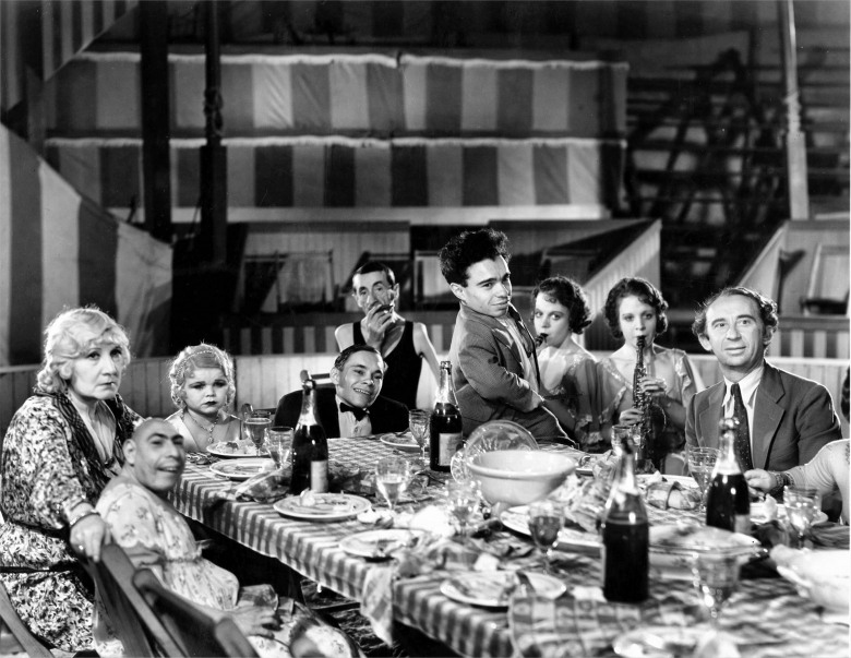 FREAKS, from left: Rose Dione, Schlitze, Diasy Earles, Johnny Eck, Peter Robinson, Angelo Rossitto, Daisy Hilton, Violet Hilton, Roscoe Ates, 1932