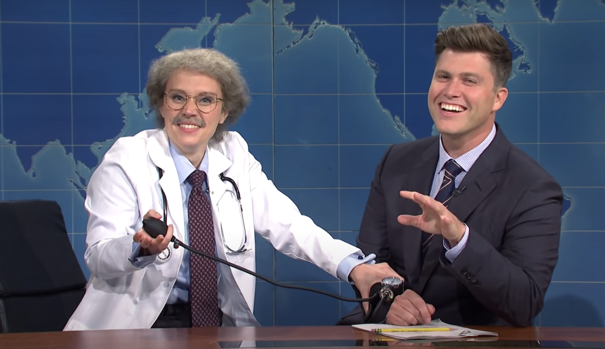 Snl Kate Mckinnon Breaks Character On Weekend Update With Colin Jost Indiewire