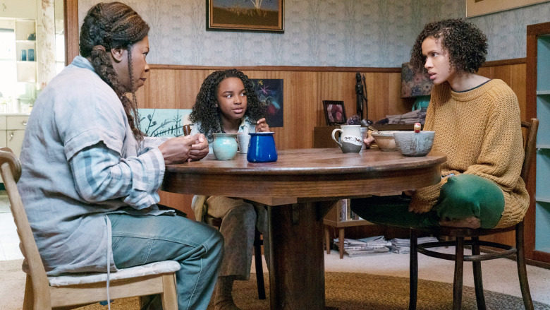 FAST COLOR, from left: Lorraine Toussaint, Saniyya Sidney, Gugu Mbatha-Raw, 2018. ph: Jacob Yakob / © Codeblack Films / courtesy Everett Collection