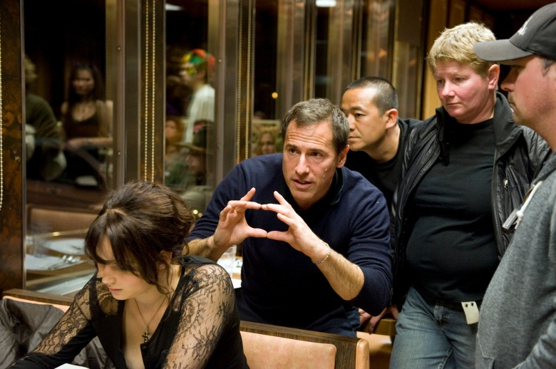 SILVER LININGS PLAYBOOK, Jennifer Lawrence (left), director David O. Russell (framing), on set, 2012. ph: JoJo Whilden/©Weinstein Company/courtesy Everett Collection