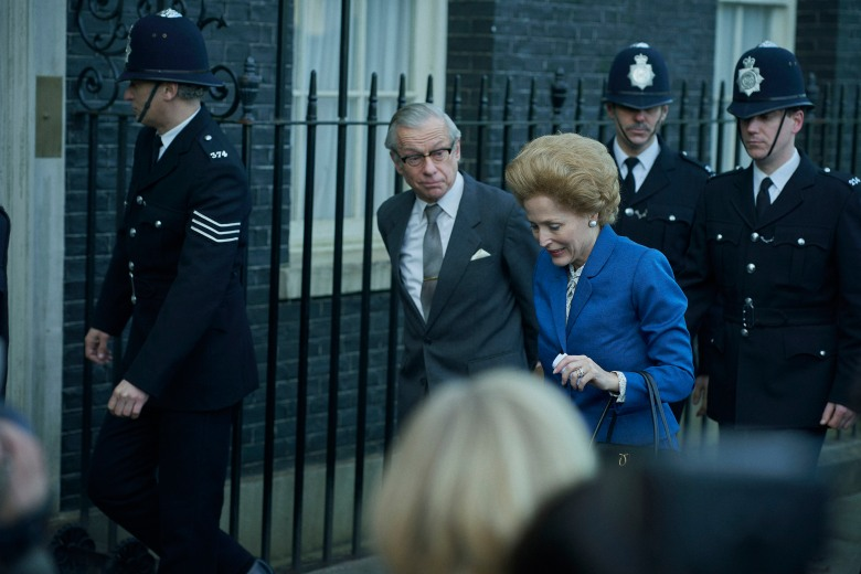 The Crown S4. Picture shows: Denis Thatcher (STEPHEN BOXER) and Margaret Thatcher (GILLIAN ANDERSON). Set: Elstree (backlot)