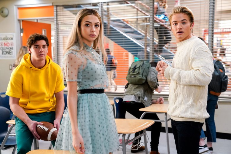 "SAVED BY THE BELL -- ""Pilot"" Episode 101 -- Pictured: (l-r) Belmont Cameli as Jamie Spano, Josie Totah as Lexi, Mitchell Hoog as Mac Morris -- (Photo by: Casey Durkin/Peacock)"