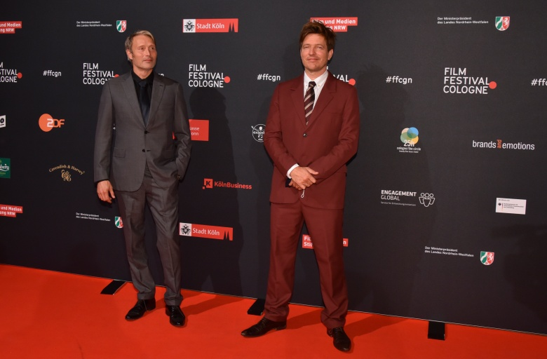 "04 October 2020, North Rhine-Westphalia, Cologne: The actor Mads Mikkelsen (l) and director Thomas Vinterberg (r) comes to the screening of the film "" ANOTHER ROUND "" at the Film Festival Cologne Photo by: Horst Galuschka/picture-alliance/dpa/AP Images"