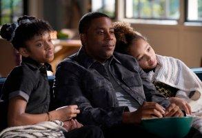 """KENAN -- """"Pilot"""" Episode 101 -- Pictured: (l-r) Dani Lane as Aubrey, Kenan Thompson as Kenan, Dannah Lane as Birdie-- (Photo by:  Casey Durkin/NBC)"""