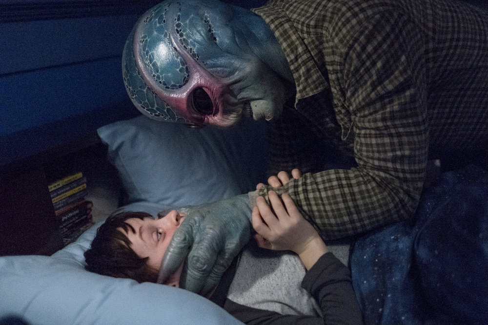 """RESIDENT ALIEN -- """"Pilot"""" Episode 101 -- Pictured: (l-r) Judah Prehn as Max Hawthorne, Alien Harry -- (Photo by: James Dittinger/SYFY)"""