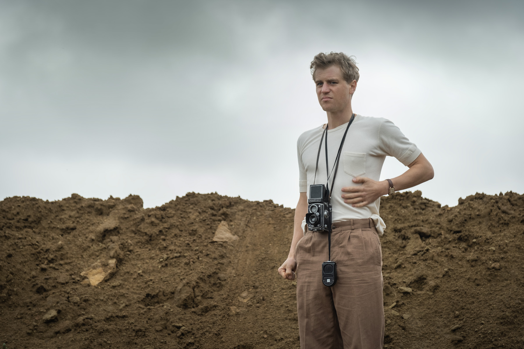THE DIG. JOHNNY FLYNN as RORY LOMAX, in THE DIG: Cr. LARRY HORRICKS/NETFLIX © 2021