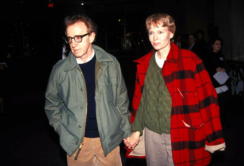 Woody Allen And Mia Farrow. Credit: 1517289Globe Photos/MediaPunch /IPX