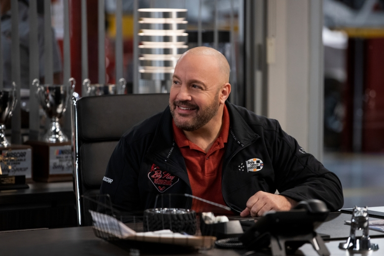 THE CREW (L to R) KEVIN JAMES as KEVIN in episode 103 of THE CREW Cr. ERIC LIEBOWITZ/NETFLIX © 2020