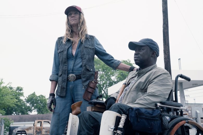 Mo Collins as Sarah, Daryl Mitchell as Wendell