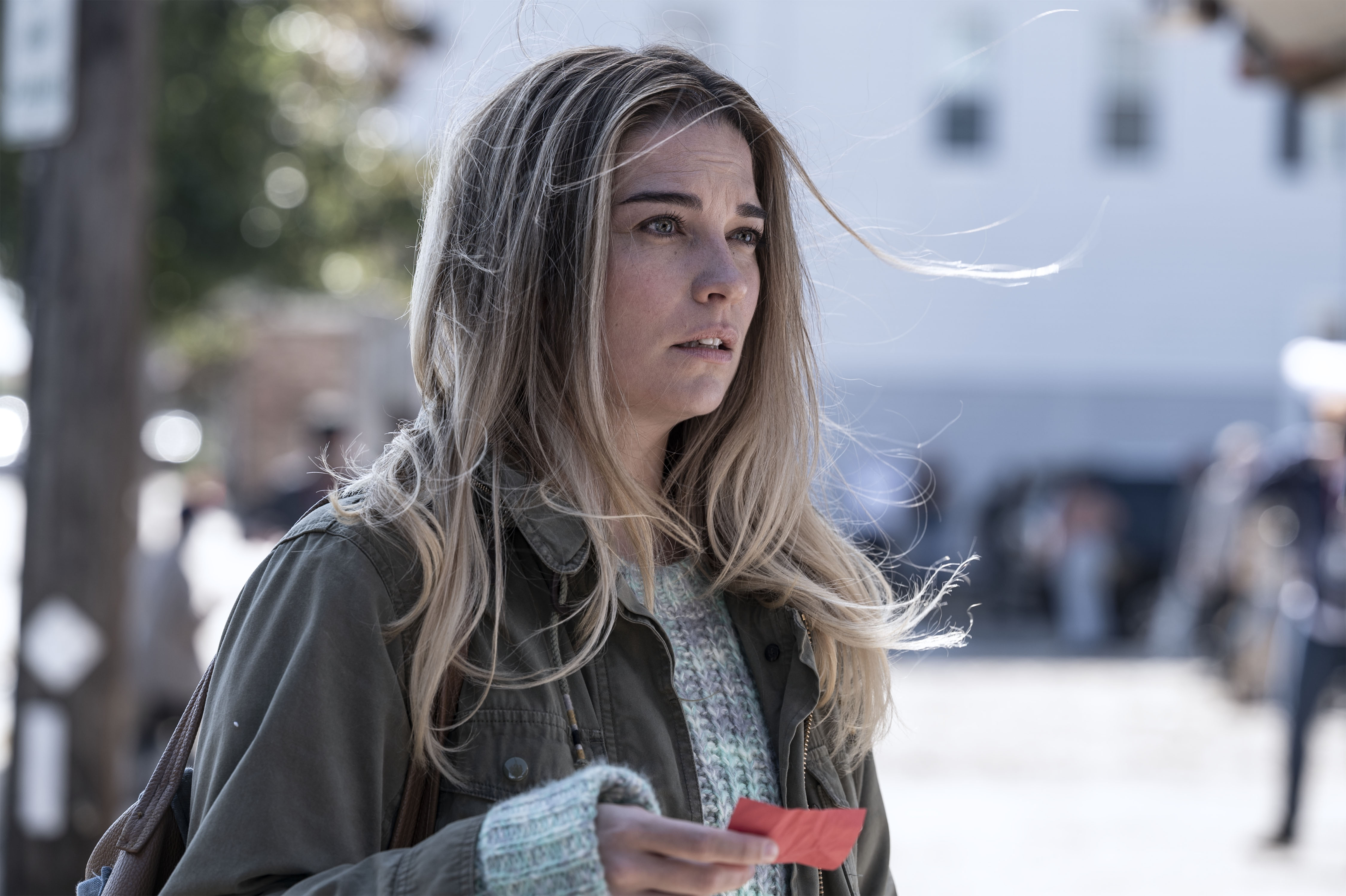 'Kevin Can F**k Himself' First Look: AMC and Annie Murphy Set Out to Shatter the Sitcom Wife - IndieWire
