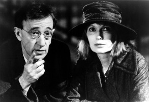 SHADOWS AND FOG, Woody Allen, Mia Farrow, 1992. ©Orion Pictures Corp./Courtesy Everett Collection