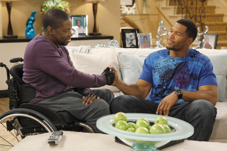 BROTHERS, (from left): Daryl Chill Mitchell, Michael Strahan, 'Pilot', (Season 1), 2009-. photo: Greg Gayne / © Fox / Courtesy: Everett Collection