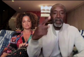 Don Cheadle gestures for Jason Sudeikis to wrap up his speech.
