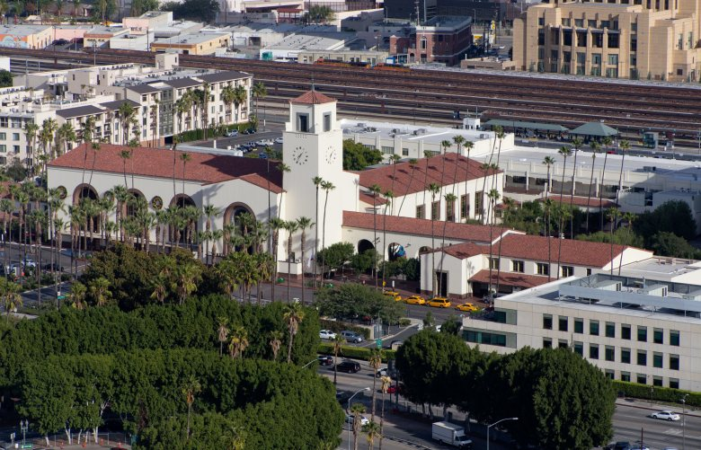 Main railway station in Los Angeles, Union Station, view from City Hall, in December 2015.   usage worldwide Photo by: Frank Duenzl/picture-alliance/dpa/AP Images