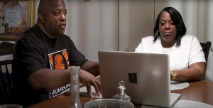 FINDING KENDRICK JOHNSON, Kenneth Johnson and Jacquelyn Johnson, parents of Kendrick Johnson, 2021. © Gravitas Ventures / Courtesy Everett Collection