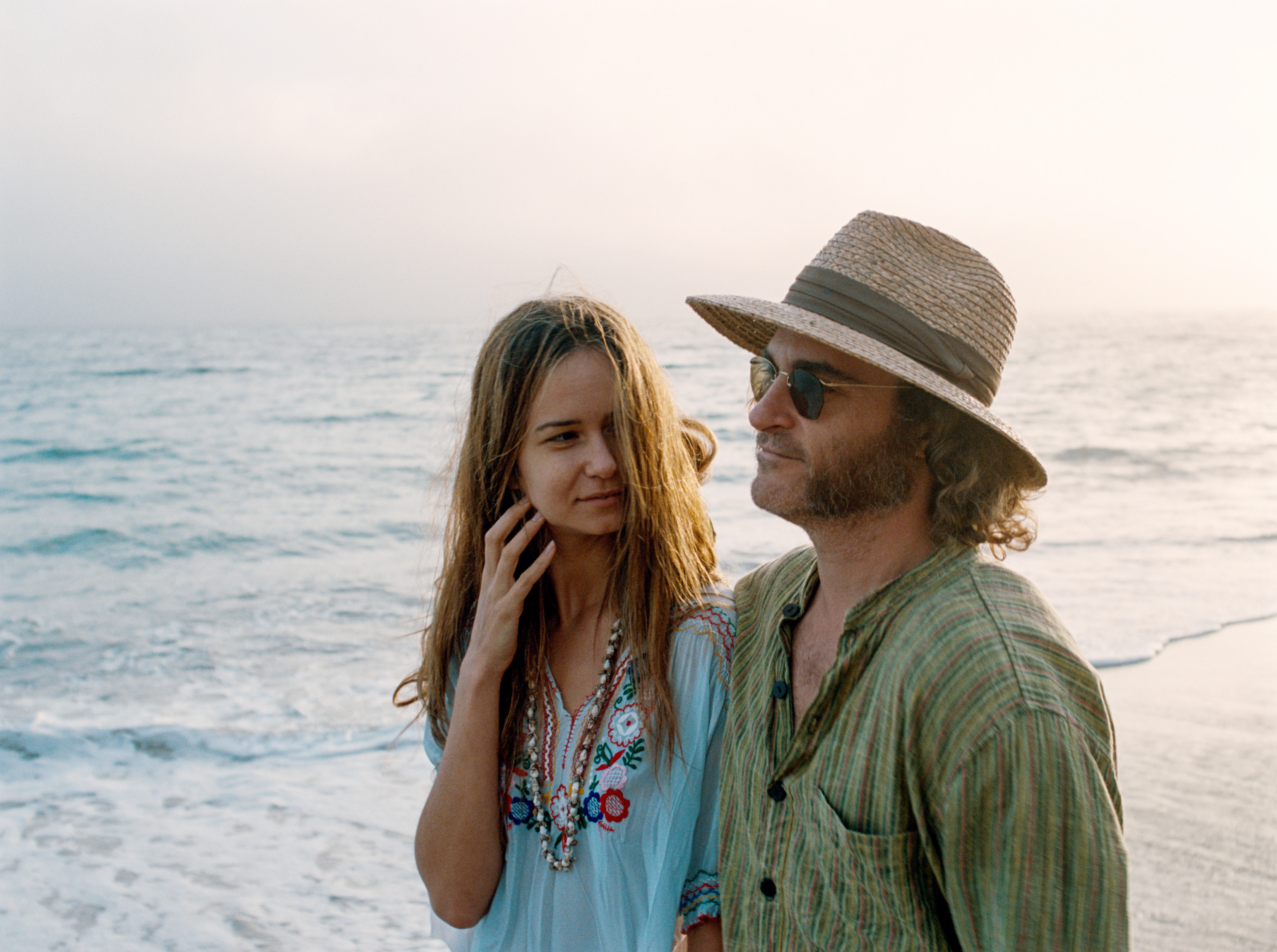 INHERENT VICE, from left: Katherine Waterston, Joaquin Phoenix, 2014. ©Warner Bros./courtesy Everett Collection