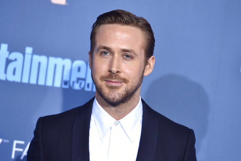 Ryan Gosling arrives at the 22nd annual Critics' Choice Awards at the Barker Hangar on Sunday, Dec. 11, 2016, in Santa Monica, Calif. (Photo by Jordan Strauss/Invision/AP)