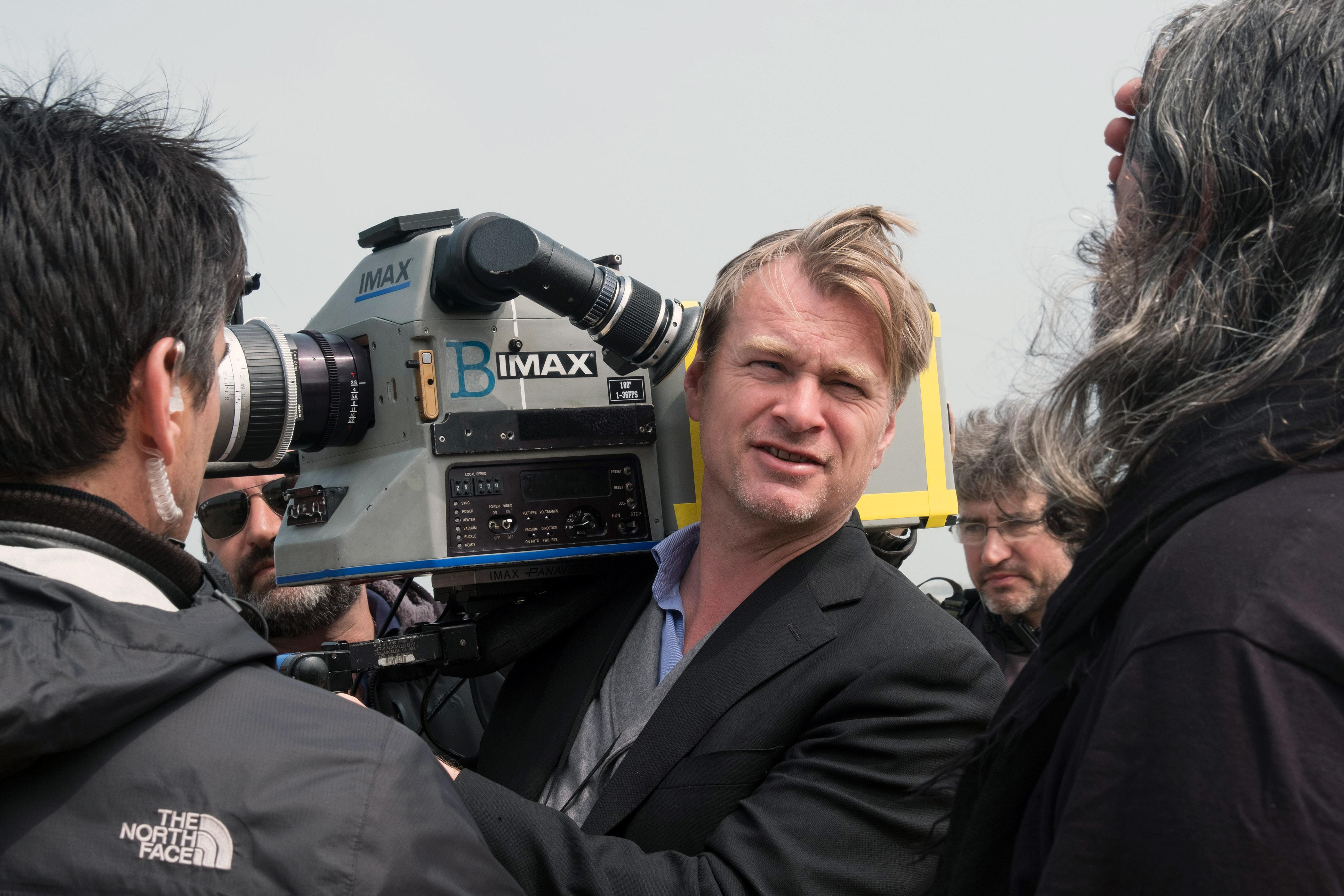 DUNKIRK, director Christopher Nolan, on set, 2017. ph: Melinda Sue Gordon/ © Warner Bros. Pictures /Courtesy Everett Collection