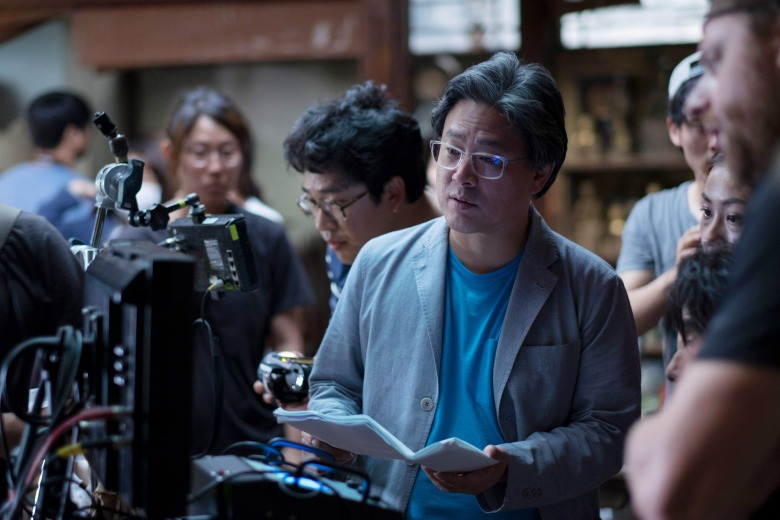 THE HANDMAIDEN, (aka AH-GA-SSI), director PARK Chan-wook on set, 2016. ©Magnolia Pictures/courtesy Everett Collection