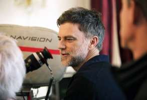 PHANTOM THREAD, director Paul Thomas Anderson, on set, 2017. ph: Laurie Sparham /© Focus Features /Courtesy Everett Collection