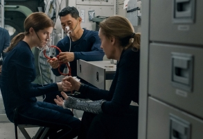 STOWAWAY - (L-R) SHAMIER ANDERSON as MICHAEL ADAMS, ANNA KENDRICK as ZOE LEVENSON, DANIEL DAE KIM as DAVID KIM and TONI COLLETTE as MARINA BARNETT. Cr: © 2021, Stowaway Productions, LLC, Augenschein Filmproduktion GmbH, RISE Filmproduktion GmbH.  All rights reserved.