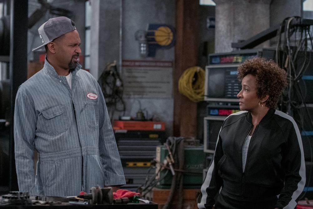 THE UPSHAWS (L to R) MIKE EPPS as BENNIE and WANDA SYKES as LUCRETIA in episode 102 of THE UPSHAWS Cr. LARA SOLANKI/NETFLIX © 2021