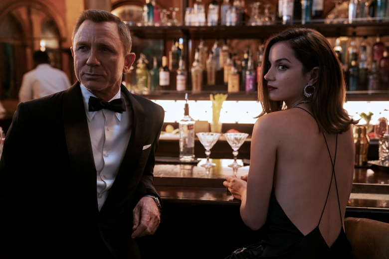 B25_39456_RC2James Bond (Daniel Craig) and Paloma (Ana de Armas) inNO TIME TO DIE, an EON Productions and Metro-Goldwyn-Mayer Studios filmCredit: Nicola Dove© 2020 DANJAQ, LLC AND MGM. ALL RIGHTS RESERVED.