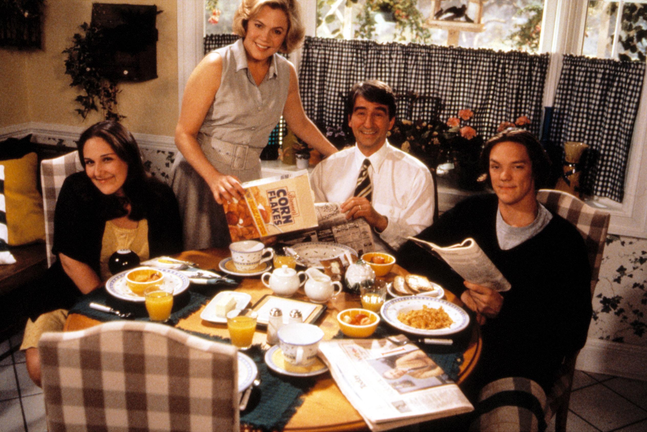 SERIAL MOM, Ricki Lake, Kathleen Turner, Sam Waterston, Matthew Lillard, 1994.
