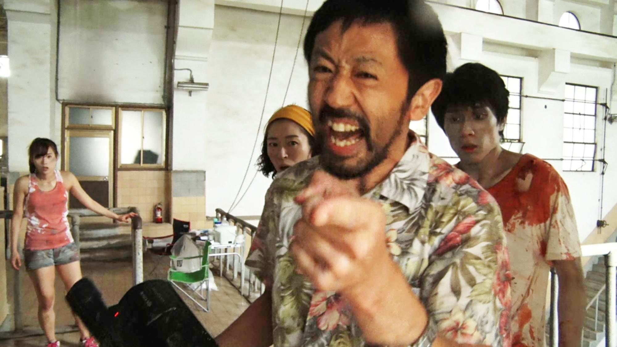 ONE CUT OF THE DEAD, (aka KAMERA O TOMERU NA), from left: Yuzuki Akiyama, Harumi Shuhama, Takayuki Hamatsu, Kazuaki Nagaya, 2017. © Shudder / courtesy Everett Collection