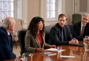 THE CHAIR (L to R) DAVID MORSE as DEAN LARSON, SANDRA OH as JI-YOON, CLIFF CHAMBERLAIN as RONNY, and IAN LITHGOW as SANDBERG in episode 106 of THE CHAIR Cr. ELIZA MORSE/NETFLIX © 2021