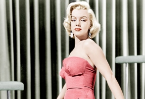 Marilyn Monroe: Movie Box Sets and Other Great Merchandise to Buy