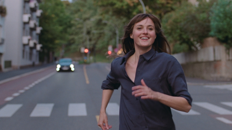'The Worst Person in the World' Review: Joachim Trier Spins a Fun Norwegian Riff on 'Frances Ha'