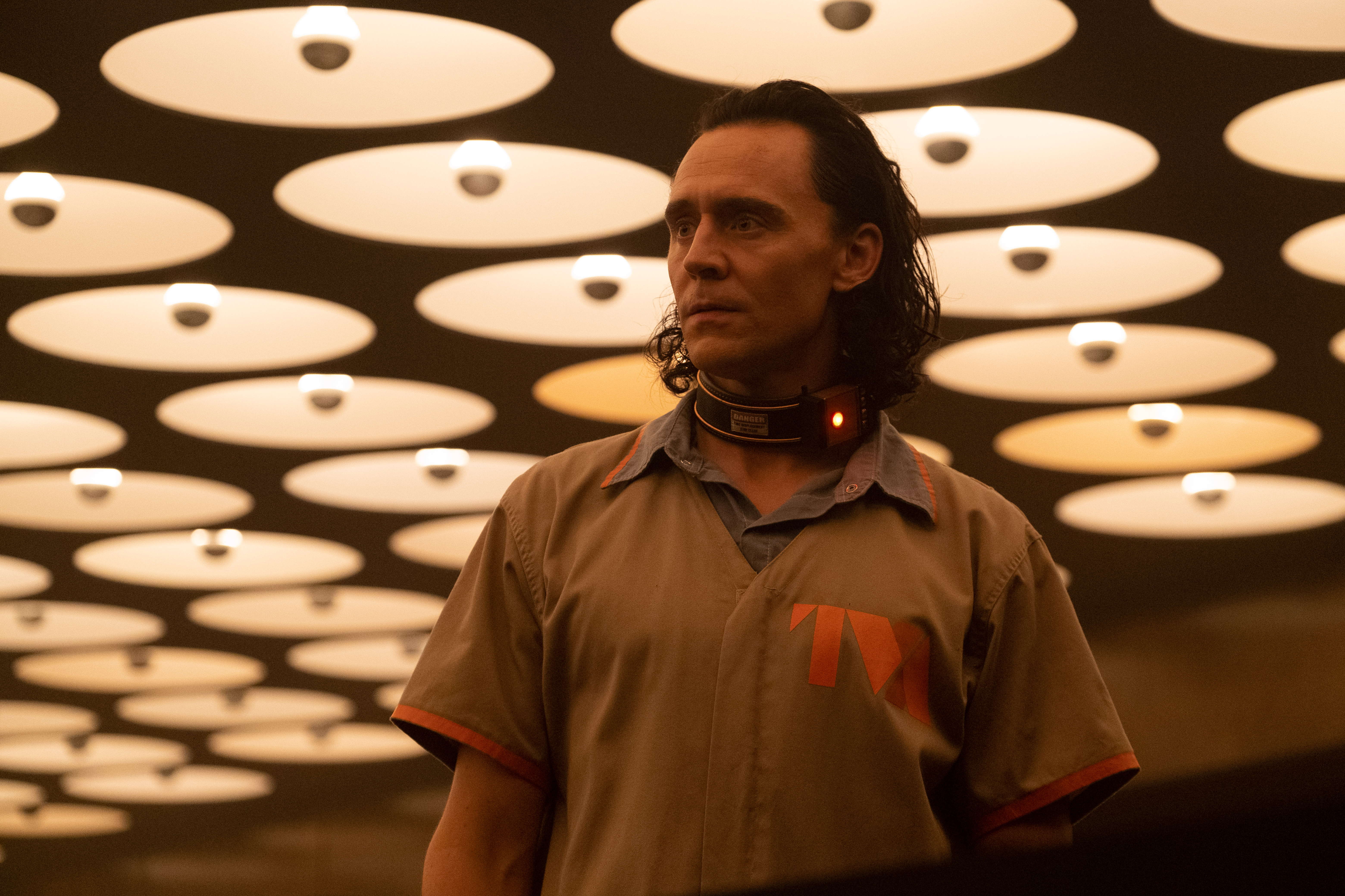 Loki (Tom Hiddleston) na LOKI da Marvel Studios, exclusivamente na Disney +.  Foto de Chuck Zlotnick.  © Marvel Studios 2021. Todos os direitos reservados.