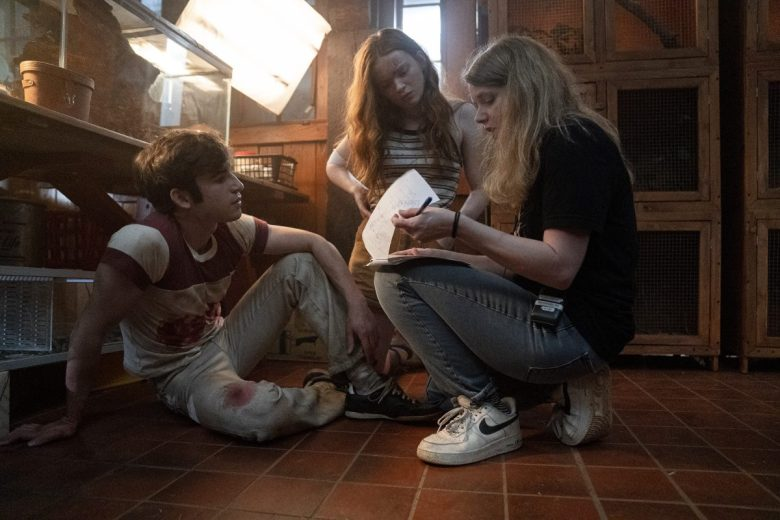 Fear Street Part 2: 1978 - (L-R) BTS of TED SUTHERLAND as NICK and SADIE SINK as ZIGGY and Director Leigh Janiak. Cr: Jessica Miglio/Netflix © 2021