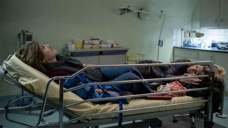 La Fracture Review: Most Annoying People in World Converge on Hospital