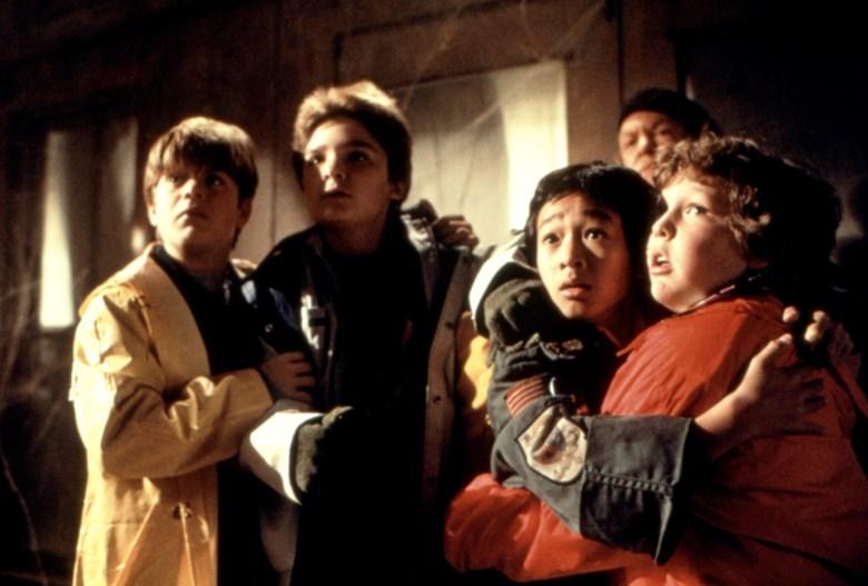 THE GOONIES, Sean Astin, Corey Feldman, Ke Huy Quan (aka Jonathan Ke Quan), Anne Ramsey (in background), Jeff Cohen, 1985, (c)Warner Bros./courtesy Everett Collection